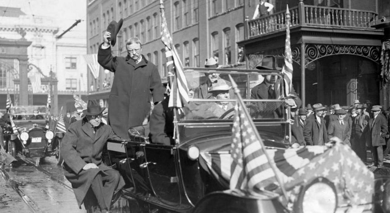 Теодор Рузвельт на автомобиле